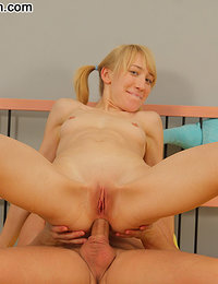Teenie blond gets her ass loosened